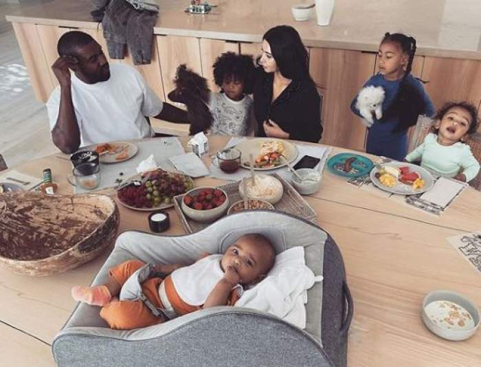 Kim Kardashian, declarații uluitoare despre fiul cel mic. E convinsă că tatăl ei s-a reîncarnat