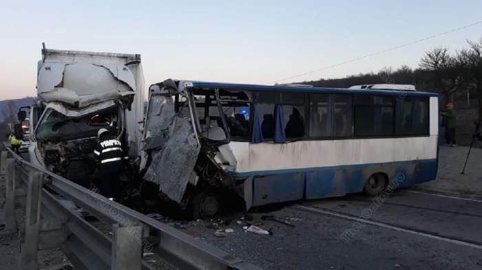 Accident grav în Bistriţa-Năsăud. O persoană a murit şi alte opt au fost rănite