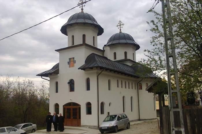 Biserică din Gorj, închisă din cauza coronavirusului. Cine este preotul