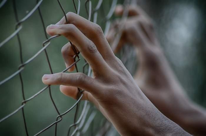 Un român, evadat din închisoarea din Foggia, de teama coronavirusului! Bărbatul este căutat de zeci de poliţişti italieni
