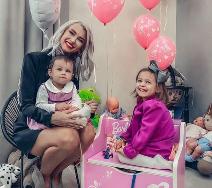 Fetițele Andreei Bălan îi calcă deja pe urme. Artista este o mămică fericită