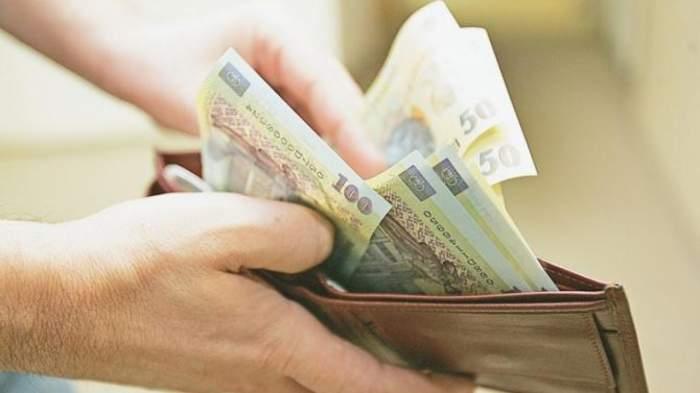 Românii, scutiți de plata ratelor din cauza coronavirusului. Ce se întâmplă cu salariile și pensiile