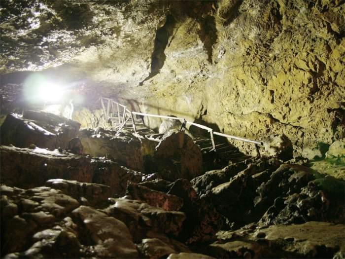 De teama coronavirusului, două femei împreună cu copiii lor s-au ascuns într-o peșteră, timp de 11 zile, în Vâlcea