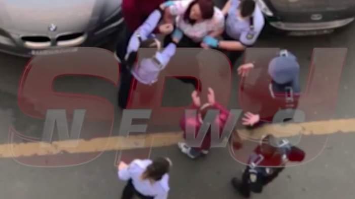 Imagini exclusive! Femeie suspectă de coronavirus, luată cu forța de polițiști din Popești-Leordeni și dusă la spital / VIDEO