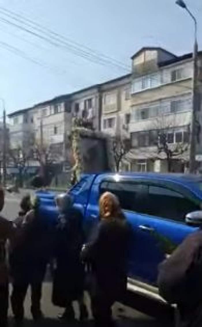 Icoana Maicii Domnului, plimbată pe străzile din Focșani pentru a combate virusul Covid-19 / VIDEO