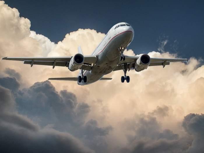 Un avion plin cu 137 de români din Italia va ateriza la Constanţa, în această seară