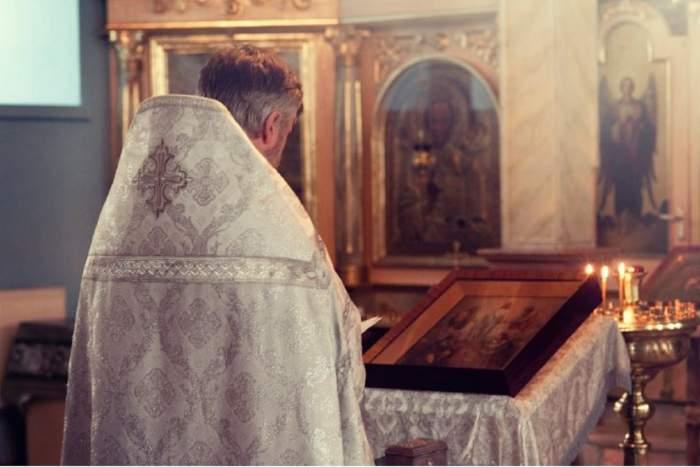 Zeci de credincioși sunt în carantină, după ce au aflat că preotul bisericii a fost infectat cu noul coronavirus
