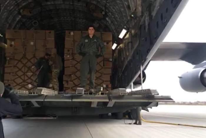 Coronavirus. 45 de tone de echipament medical au ajuns joi dimineață pe aeroportul Otopeni / VIDEO