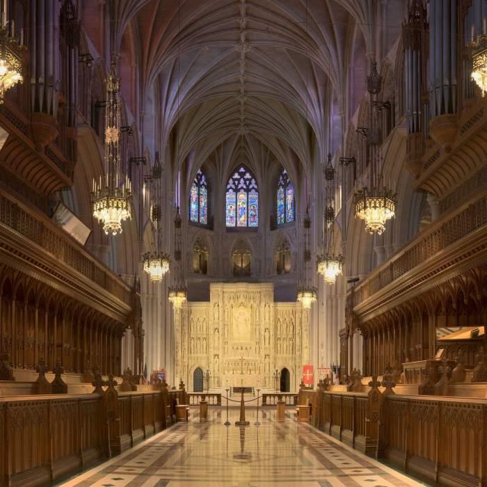 Descoperire neașteptată. Mii de măști de protecție, îngropate de peste un deceniu în cripta catedralei din Washington