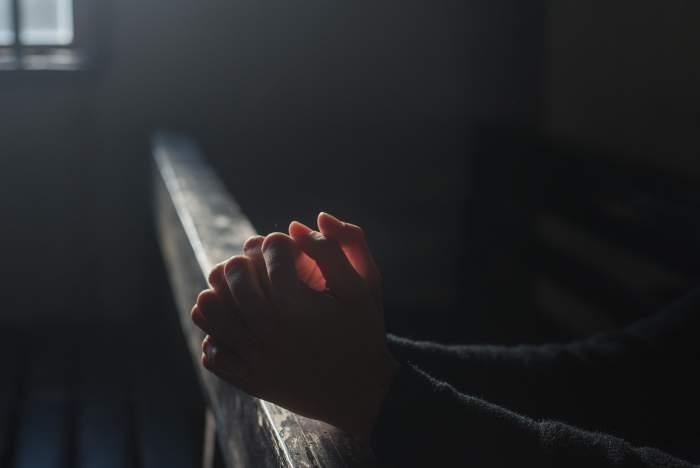 Un enoriaș declară război autorităților! Vrea să meargă la biserică! A deschis proces împotriva Ordonanței care interzice adunările publice