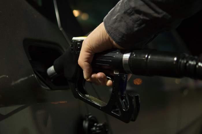 """Ministrul de Interne: """"Prețurile la utilități publice, gaze, salubritate, carburanți, apă, electricitate nu mai pot fi majorate peste nivelul practicat pe 29 martie"""""""