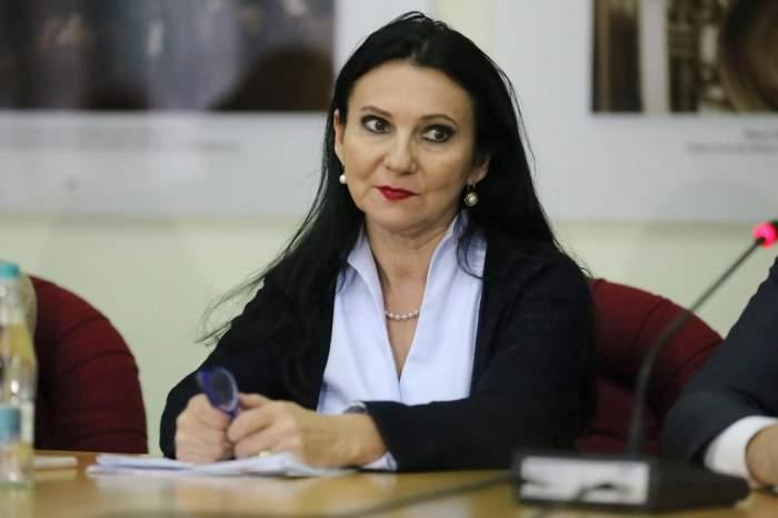 Avocaţii Sorinei Pintea cer explicaţii, după ce fostul ministru a fost expusă presei în cătuşe