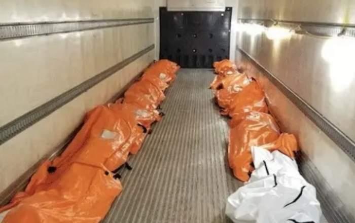 Imagini cutremurătoare! Trupurile victimelor de coronavirus aliniate într-un camion frigorific
