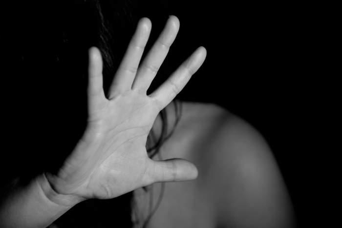 O româncă însărcinată a fost bătută de iubitul afgan, în Italia! Femeia a ajuns la spital