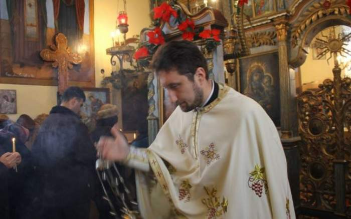 """Gestul revoltător al preotului care a luat apărarea criminalului din Vaslui! Episcopia reacţionează: """"Dezavuăm o astfel de atitudine"""""""