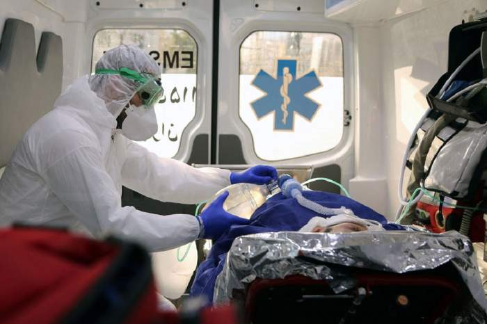 Bărbatul din Suceava confirmat cu virusul ucigaş din China, transportat la Iași