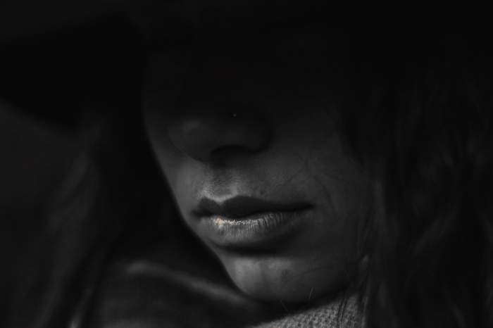 """Drama unei românce din Italia! A venit să îşi înmormânteze mama, dar a fost izolată la domiciliu: """"Simt că înnebunesc"""""""