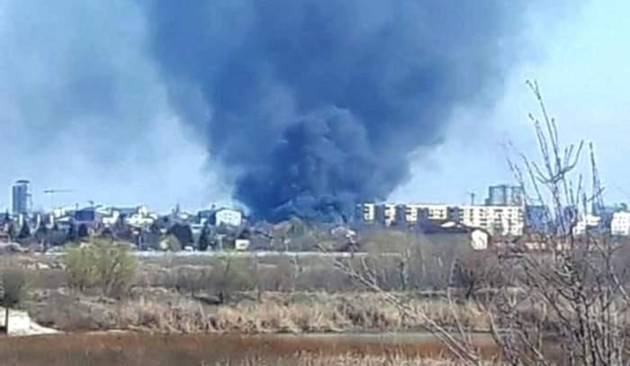 VIDEO / Incendiu puternic în București. Fumul gros se poate observa de la câțiva kilometri