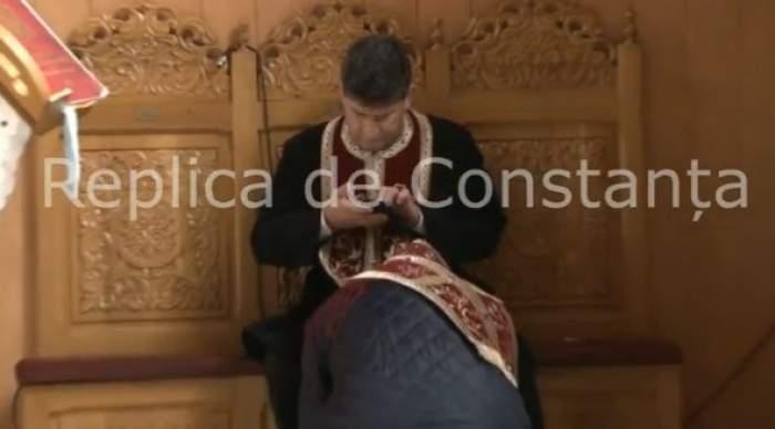 Reacţia Arhiepiscopiei în cazul preotului din Năvodari. Omul bisericii butona telefonul în timpul slujbei / VIDEO