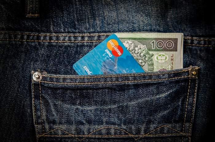 Situaţie neplăcută pentru un braşovean! Bărbatul şi-a pierdut cardul bancar, iar hoţul a produs o pagubă de mii de lei