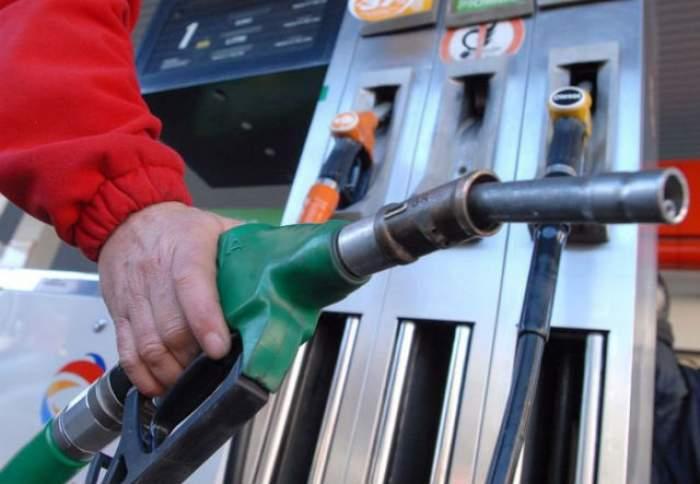 Veşti extraordinare pentru şoferi! Preţul carburanţilor s-ar putea diminua, după ce costul petrolului a suferit o scădere istorică
