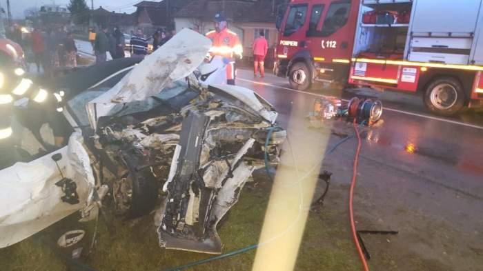 Accident teribil în Alba! Două maşini de lux s-au transformat într-un morman de fiare. Un bărbat a murit pe loc / FOTO
