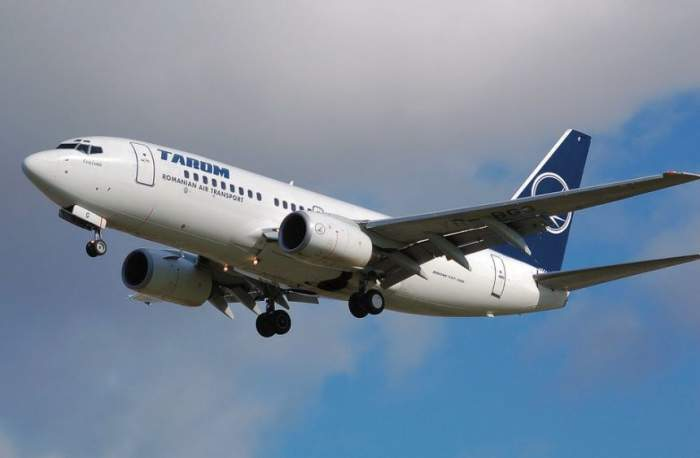 Un avion Tarom, întors pe aeroportul din Bucureşti, după ce a fost lovit de fulger