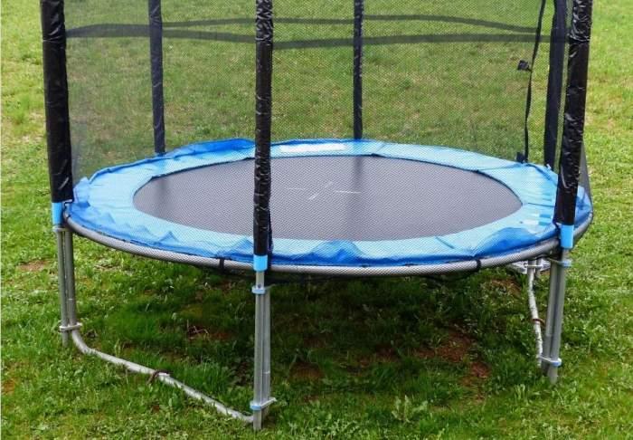 O fetiţă de trei ani a murit în timp ce sărea pe o trambulină! Greşeala care a lăsat-o fără viaţă