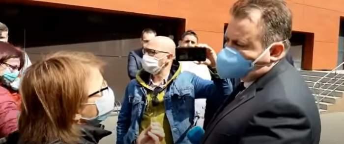VIDEO / Nelu Tătaru, luat la întrebări de de o localnică din Vrancea! Femeia cere explicații, după ce medicamente vitale lipsesc din farmacii