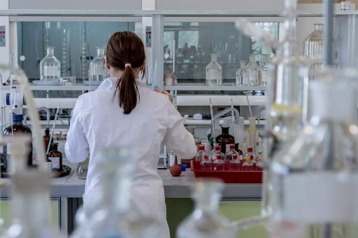Experimentul pentru medicamentul anti-coronavirus a fost oprit! Pacienții au avut reacții adverse grave
