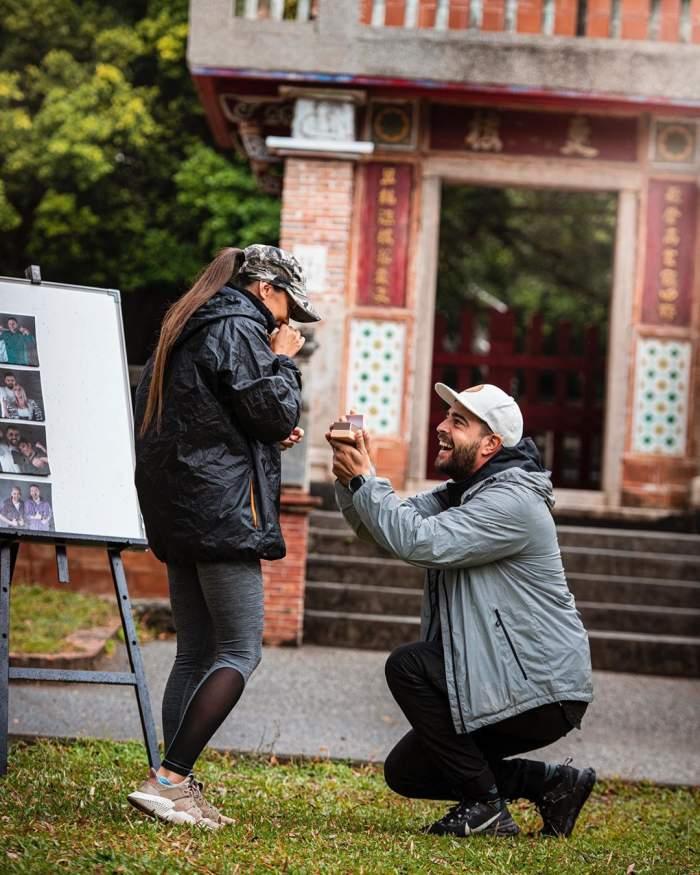 """VIDEO / Moment plin de emoții la """"Asia Express""""! Speak a cerut-o în căsătorie pe Ștefania"""