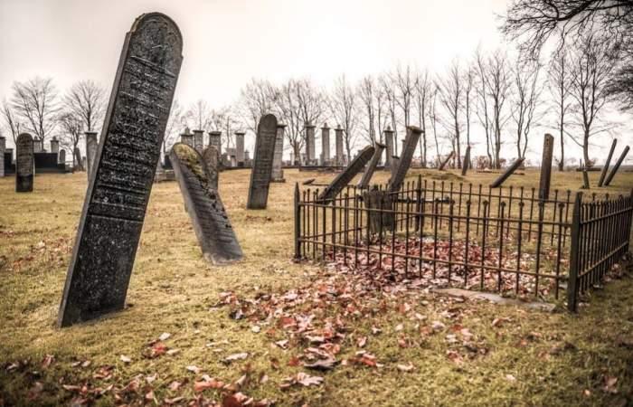 Tragedie în Suceava! Un bărbat a murit în timp ce săpa un mormânt
