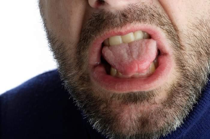 """Un tânăr de 24 de ani și-a tăiat limba, pentru a """"opri"""" pandemia de coronavirus. Era frustrat că nu se putea întoarce acasă"""