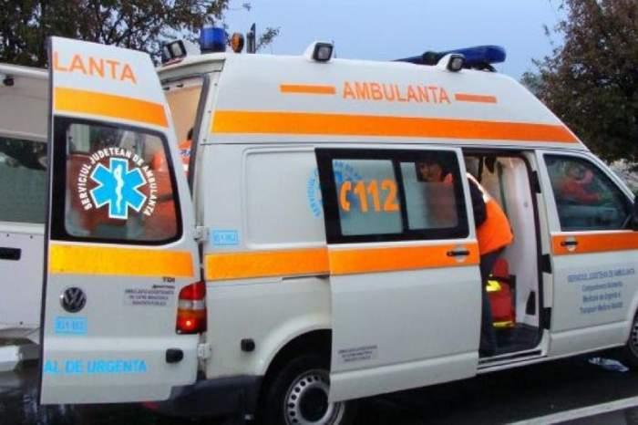 Accident în Giurgiu! Un microbuz și un autoturism s-au ciocnit puternic. Au fost implicate 25 de persoane