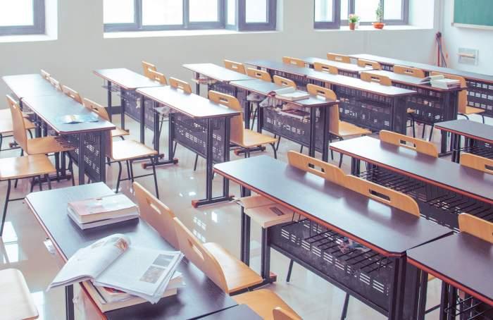 """Mesajul unei eleve de clasa a XII-a pentru ministrul Educației: """"Ne aflăm într-un abis ce pare fără fund"""""""