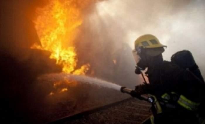Sfârșit în flăcări pentru o femeie din Argeș! A murit după ce casa în care locuia a luat foc!