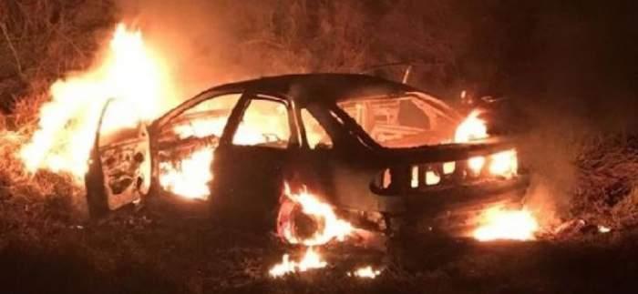 Decizie șocantă a unei mame care și-a incendiat propria mașină! În autoturism se afla copilul ei de 14 ani