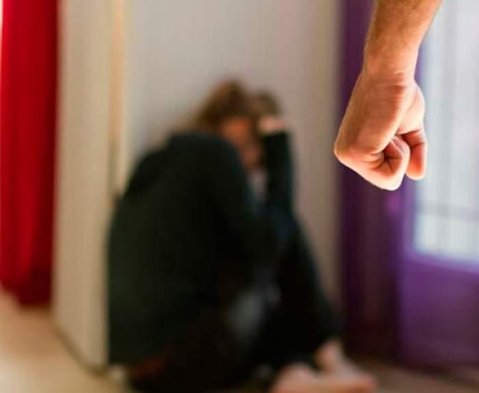 Un proxenet din Prahova a fost arestat, după ce și-a obligat iubita să se prostitueze, deși era gravidă! Pentru ce alte fapte mai este acuzat bărbatul