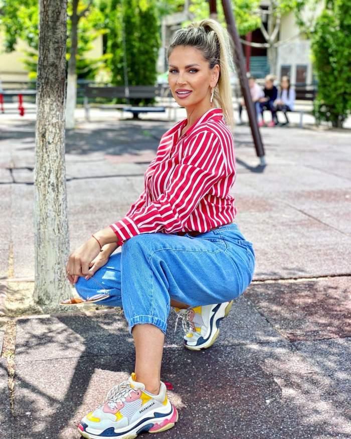 FOTO / Pe Andreea Bănică o știe toată lumea, dar v-ați întrebat vreodată cum arată sora ei? Deși este o diferență de șapte ani între ele, cele două seamănă leit