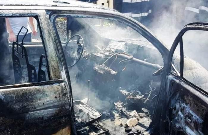 Un microbuz cuprins de flăcări a ars în totalitate pe A1! Pasagerii au scăpat ca prin minune