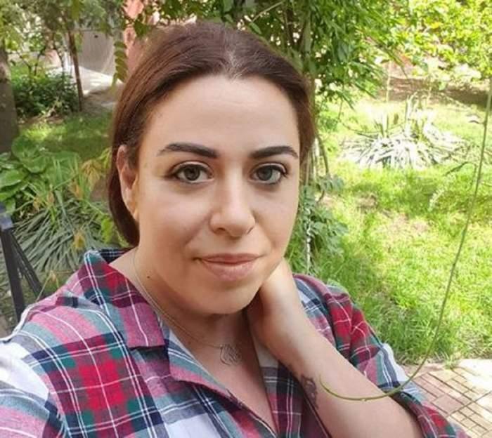 FOTO / Oana Roman a lăsat pretențiile deoparte! Vedeta s-a transformat într-o adevărată fată de la țară și s-a afișat așa cum n-ați mai văzut-o până acum