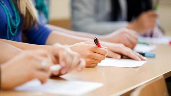 """Cum vor susține examenul de Bacalaureat și Evaluarea Națională elevii cu temperatura peste 37,3. Monica Anisie vine cu o nouă soluție: """"Este bine să nu intre în școală"""""""
