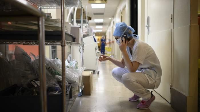 Asistentă medicală din Horezu, la un pas de a fi violată de un coleg! A fost ținută ore în șir într-un salon al spitalului