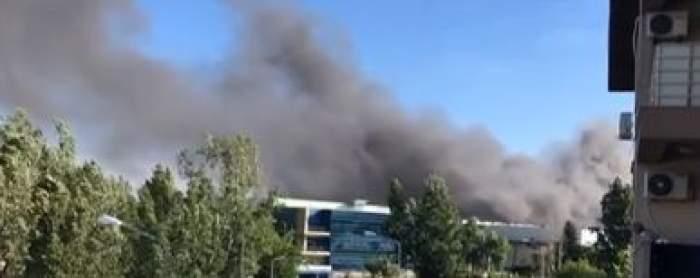 Incendiu de proporții în sudul Capitalei. Zeci de autospeciale au fost trimise la fața locului / VIDEO