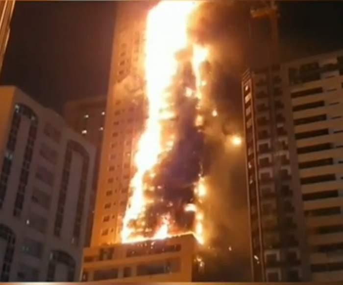 VIDEO / Incendiu violent la un zgârie-nori din Dubai, chiar lângă Burj Khalifa! Mai mulți oameni se aflau în interior