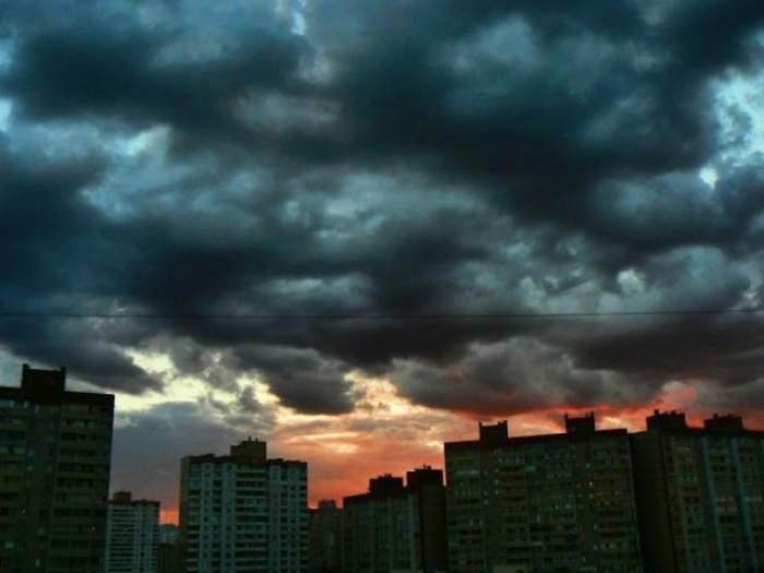ANM, anunț de ultimă oră! Cod portocaliu de furtună în patru judeţe ale țării! De când intră în vigoare