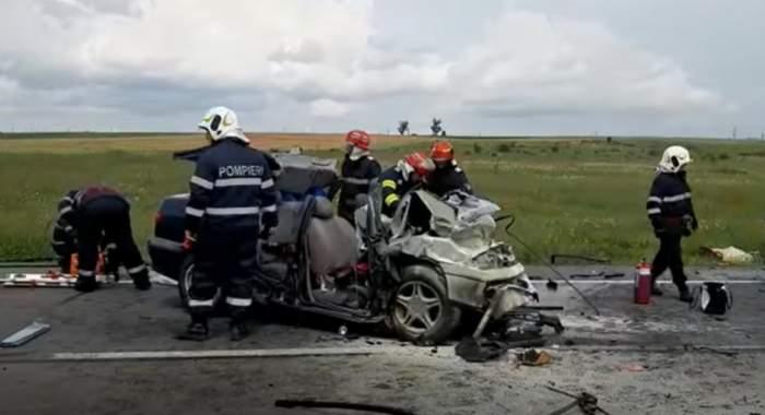 VIDEO / Accident grav în Craiova! Trei persoane au murit, după ce mașina în care se aflau s-a izbit violent de un camion!