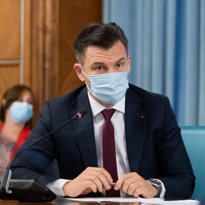 FOTO / O nouă gafă marca Ionuț Stroe! Ce a făcut ministrul Tineretului, după ce a apărut în chiloți la televizor