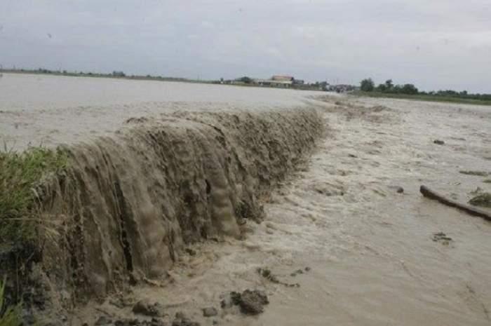 Avertismentul ANM: cod roșu de ploi torențiale și inundații în Harghita și Mureș! Până când este în vigoare alerta
