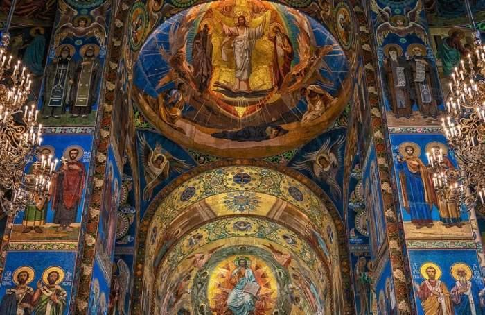 Duminică au avut loc primele slujbe în biserică după relaxarea măsurilor! Cum s-au comportat credincioșii în interiorul lăcașelor de cult!